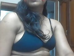 Desi MILF just loves to two..