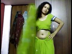 Desi bhabhi belly button..
